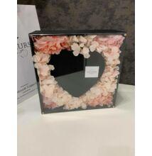 Szíves fekete kocka doboz selyemvirágokkal