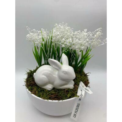asztaldísz fehér hóvirággal